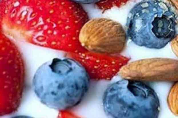 Yoghurt, Berries, Nuts & Seeds